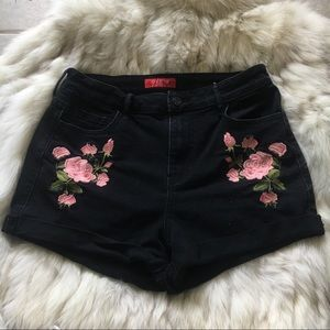 GUESS rose black embroidered shorts size 28